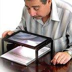 AUTOPKIO Ausführliche Lese Hands Free Lupe 3X für Großeltern mit LED-Licht batteriebetriebene Rechteck Hands Free Lupe